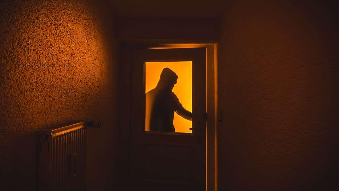 Einbrecher meiden beleuchtete Wohnungen.