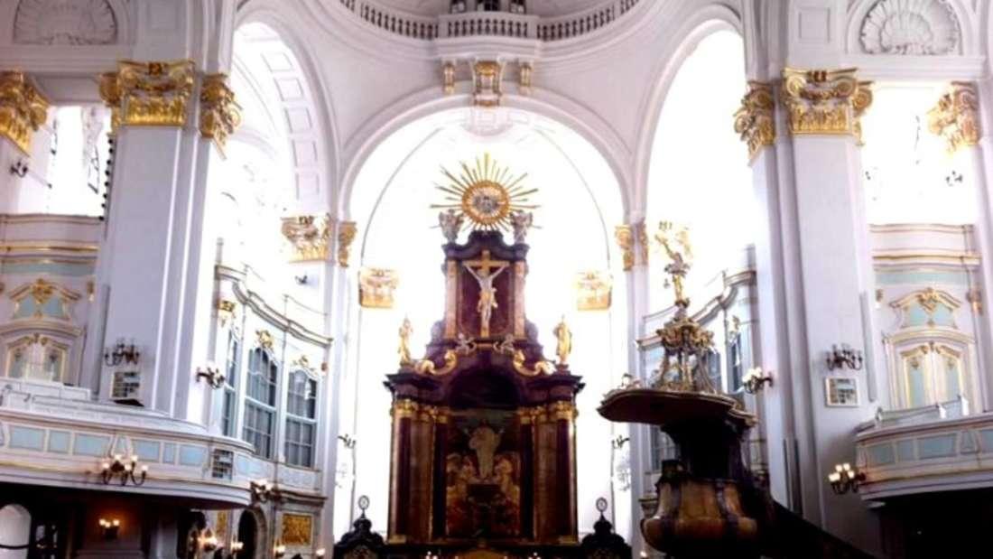 Die Hauptkirche St. Michaelis ist eines der bedeutendstenGebäude Hamburgs.