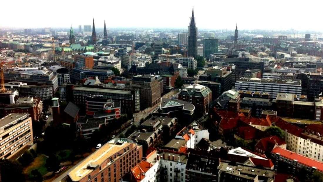 """Von der Hauptkirche St. Michaelis, auch """"Michel"""" genannt, hat man einen beeindruckenden Blick über ganz Hamburg."""