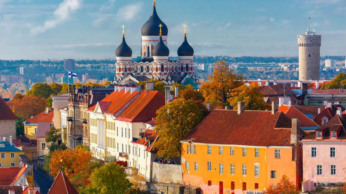 Panorama für Urlaubschnappschüsse: Der atemberaubende Blick auf die Altstadt Tallinns.