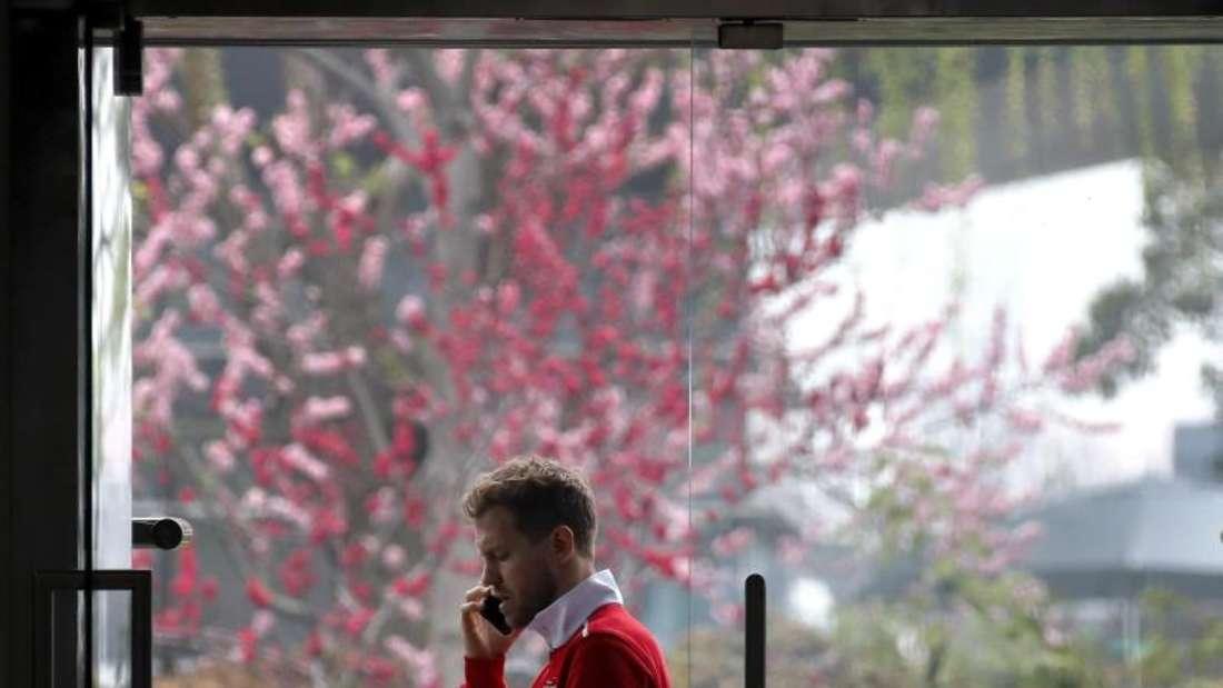 Sebastian Vettel will den Sieg mit Ferrari zum Saison-Auftakt nicht überbewerten, trotzdem aber in Shanghai nachlegen. Foto: Andy Wong