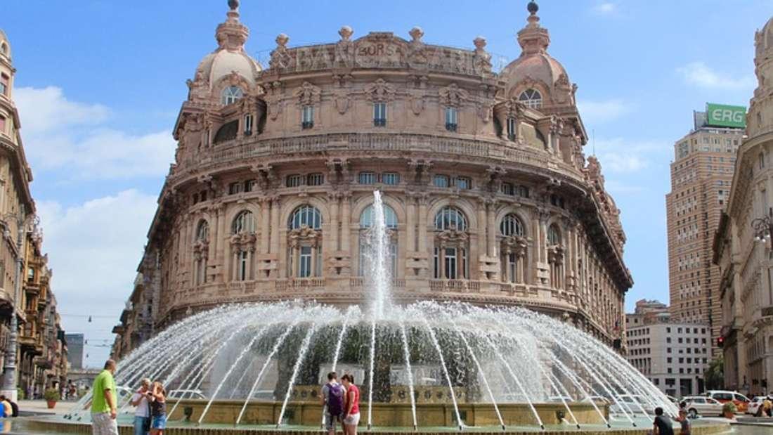 Prunkvolle Paläste, Prachtstraßen und Dolce Vita: Die alte, italienische Hafenstadt begeistert mit ihrem historischen Stadtkern und großer Esskultur.