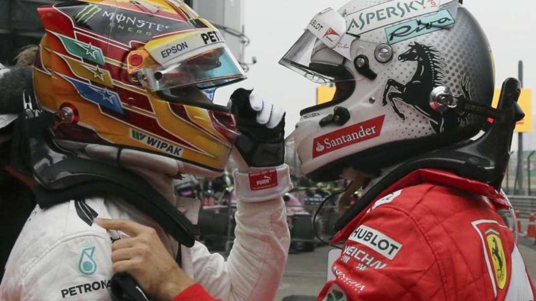 Liegen in der WM-Wertung gleichauf: Lewis Hamilton (l) und SebastianVettel. Foto: Toru Takahashi