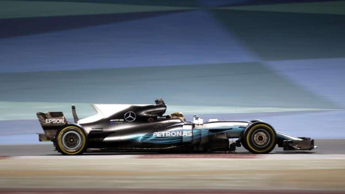 Lewis Hamilton testet auf der Strecke in Sakhir. Foto: Luca Bruno