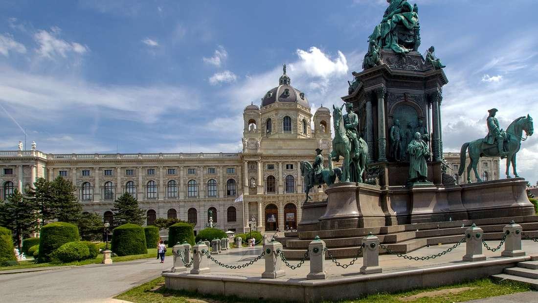Majestätisch: DasMaria-Theresien-Denkmal vor dem Kunsthistorischen Museum.