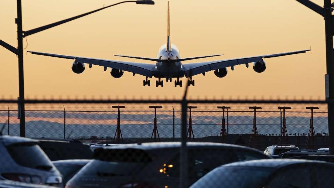 Wie verhalte ich mich im Flugzeug im Falle eines Notfalls und welcher Platz ist der sicherste?