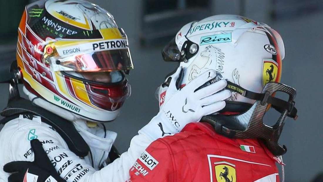 Mercedes-Pilot Lewis Hamilton und Ferrari-Star Sebastian Vettel werden sich auch in Sotschi wieder einen heißen Kampf liefern. Foto: Rick Rycroft