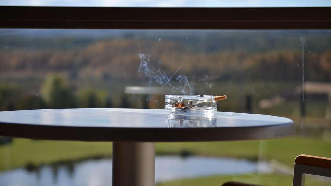 Viele Mieter fühlen sich von den Rauchgewohnheiten des Nachbarn gestört.