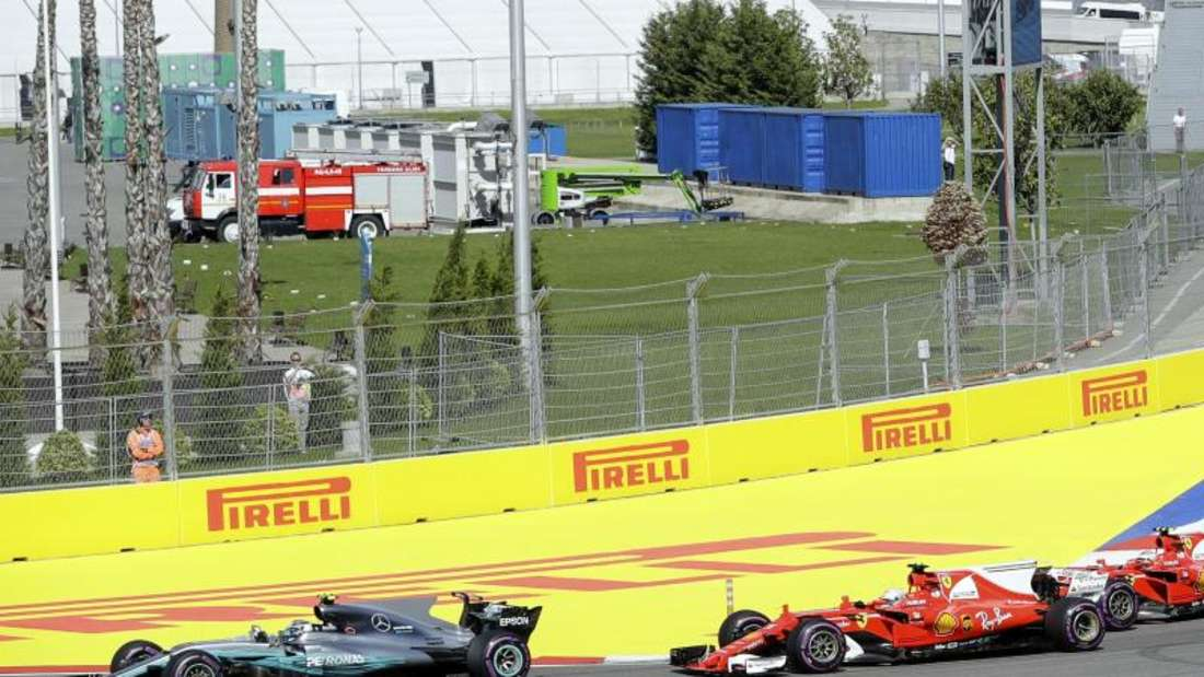 Mercedes-Pilot Valtteri Bottas (l) gewann vor Sebastian Vettel. Foto: Sergei Grits