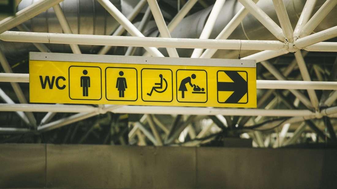 Am Flughafen ist man froh, in nächster Nähe eine Toilette aufzufinden - doch Vorsicht: Hier tummeln sich Keime.