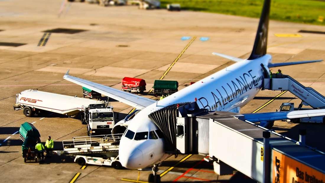 Ein Fehler, den viele Menschen nach der Flugbuchung machen: Sie informieren sich nicht weiter über mögliche Änderungen. So kann man oftmals Geld sparen.