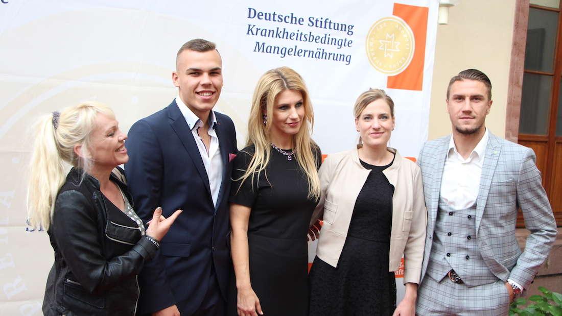 Cup der Legenden in Heidelberg: Fußball-Legenden sammeln Spenden für guten Zweck.