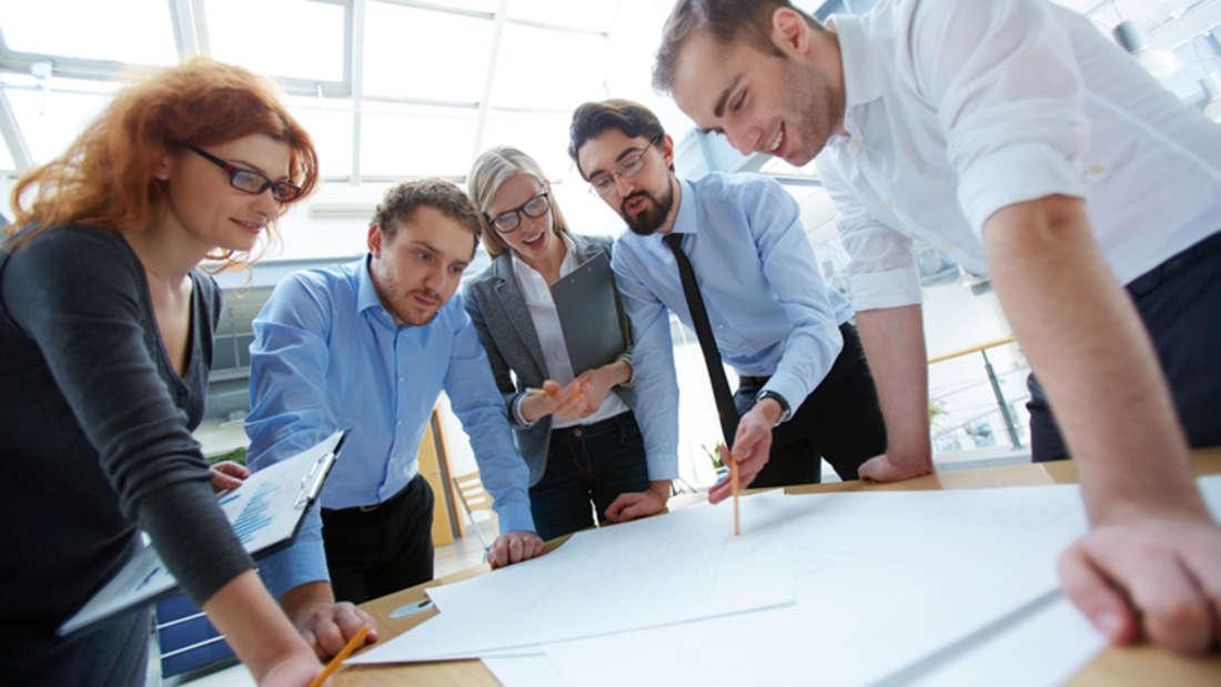 Stelle / Personalverantwortung: Je höher die Verantwortung und je spezifischer die Anforderungen, desto mehr Geld springt bei der Stelle für Sie heraus. Tragen Sie Personalverwantwortung, spielt auch die Anzahl der zu leitenden Mitarbeiter eine Rolle. (Quelle: experteer.de)
