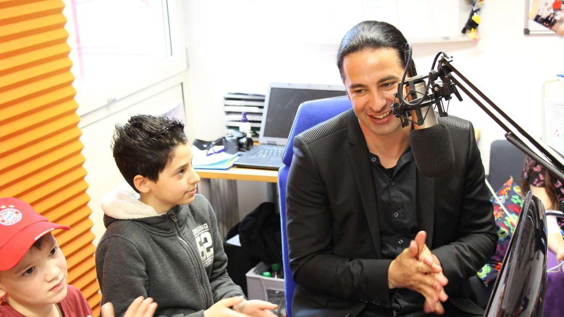 """Bülent Ceylan (41) zu Gast bei """"Radio Rumms"""" im Uniklinikum Mannheim."""