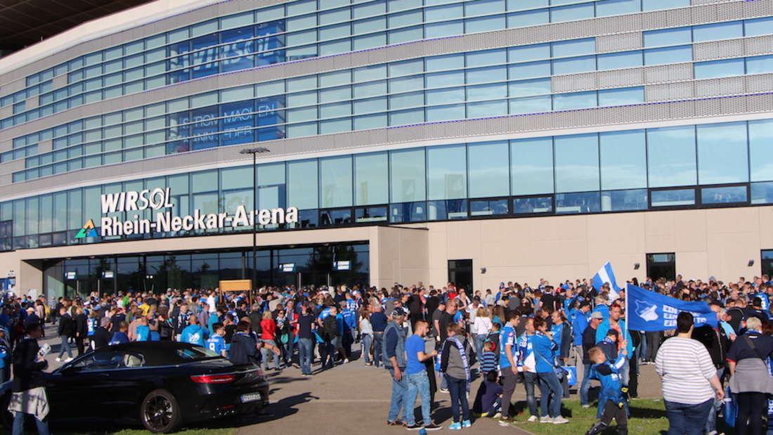 TSG Hoffenheim feiert mit den Fans Saisonabschluss.