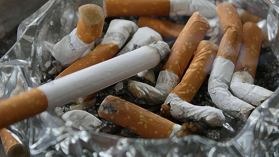 Rauchen: Es erhöht zudem das Risiko für Entzündungen des Zahnfleisches und kann zu Zahnverlusten führen. Im schlimmsten Fall kann Rauchen auch Mund-, Lippen oder Zungenkrebs verursachen.
