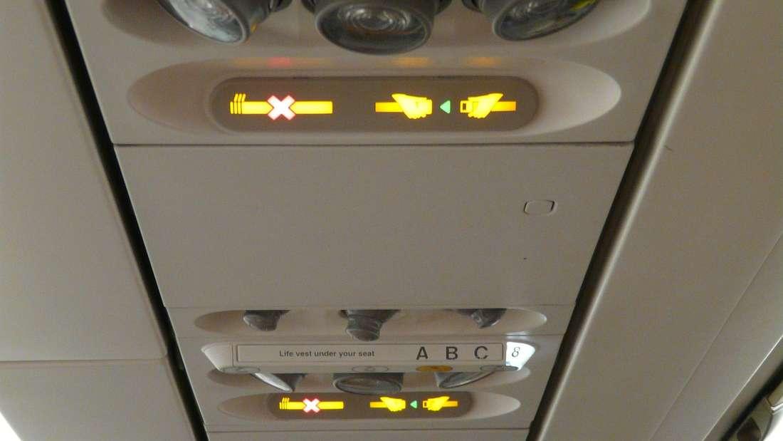 Trotz der Nichtraucherzeichen im Flugzeug rauchte ein Mann auf der Toilette an Bord.