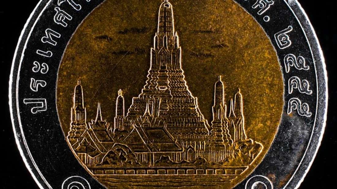 Der Baht ist das offizielle Zahlungsmittel in Thailand. Ursprünglich war der Begriff der Name einer traditionellen Gewichtseinheit für Gold. 38 Baht sind umgerechnet etwa ein Euro.