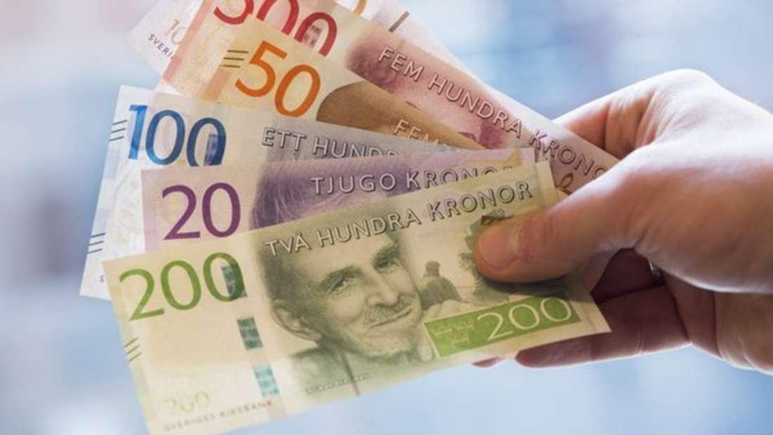 Die Krone ist das Währungsmittel Schwedens. Diese besteht bereits seit 1873 und war in ihrer Urform damals ebenfalls in Dänemark, Norwegen und dem heutigen Island gültig. Die selbstständigeVariante gibt es seit 1924. Obwohl das Land schon 1995 der EU beitrat, hat es bis heute noch seine eigene Währung.