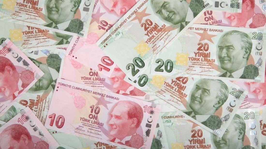 Die türkische Lira ist die Währung der Republik Türkei und der Türkischen Republik Nordzypern. Etwa vier Lira entsprechen hierbei einem Euro.