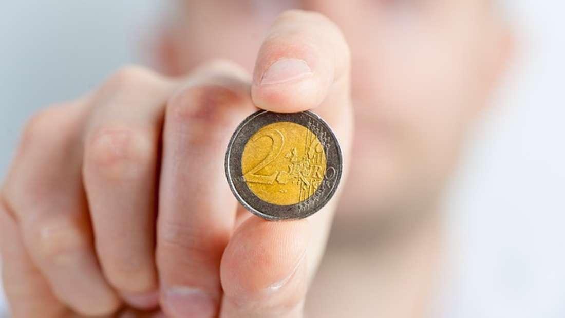 Der Euro ist die Währung der Europäischen Wirtschafts- und Währungsunion der 19 EU-Mitgliedstaaten. Nach dem US-Dollar ist der Euro die wichtigste Reservewährung der Welt. Am 1. Januar 2002 wurde er als Bargeld offiziell eingeführt.