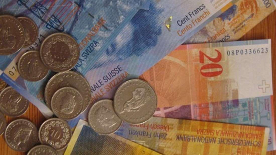 Der Schweizer Franken ist die Währung der Schweizerischen Eidgenossenschaft und des Fürstentums Liechtenstein. Er gehört ebenfalls zu den wichtigsten Handelswährungen der Welt. Schließlich ist die Schweiz international ein wichtiger Finanzmarkt.