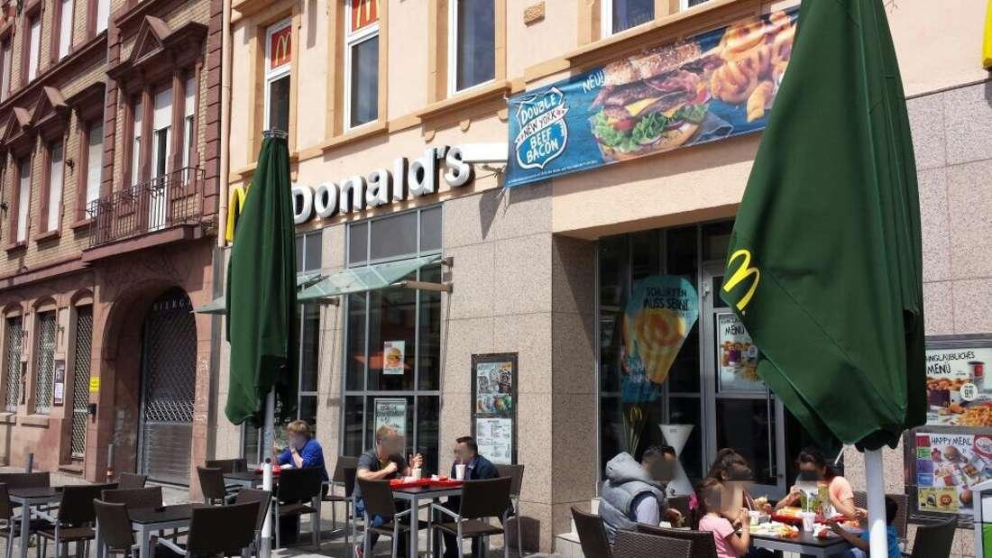 """Der""""McDonald's"""" in der Mittelstraße ist einer von zwei Mannheimer Filialen, die ausliefern."""