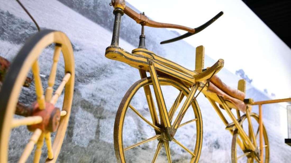 Der Nachbau einer durch Freiherr Karl von Drais lizensierten Laufmaschine aus dem Jahr 1820 im Technoseum in Mannheim. Foto: Uwe Anspach/Archiv