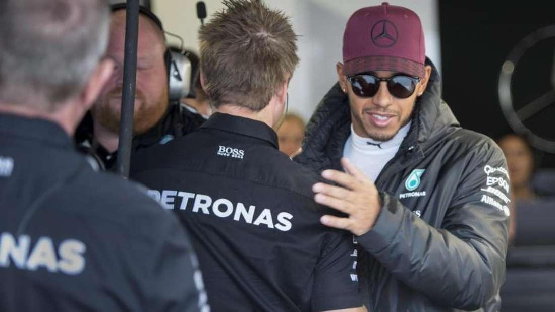 Lewis Hamilton (r.) startet beim Großen Preis von Kanada von Startplatz eins. Foto: Paul Chiasson