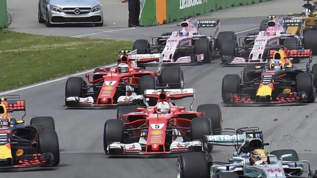 Sebastian Vettel kollidierte kurz nach dem Start mit Max Verstappen. Foto: Ryan Remiorz