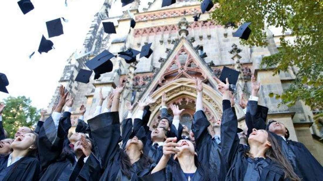 Ist das Studium erst einmal geschafft, winken Absolventen oft sehr gute Gehälter.