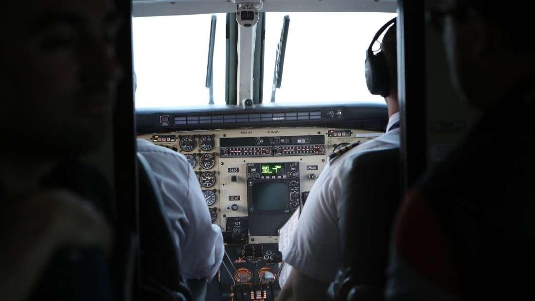 Im Flugzeug ertönen den gesamten Flug über verschiedene Signalgeräusche. Das ist ihre Bedeutung.
