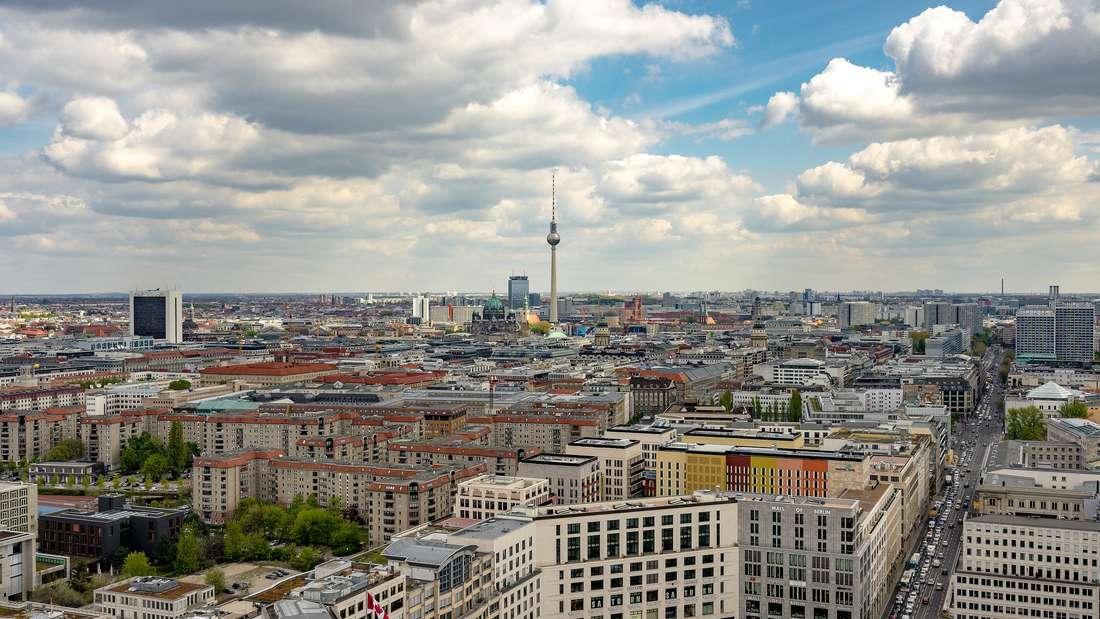 Platz 1: In die Hauptstadt Berlin wird es bis 2030 64.276 neue Einwohner ziehen - und das bei einer Arbeitslosenquote von 11,1 Prozent. Die Bevölkerung wird dann circa 3,5 Millionen Menschen umfassen.