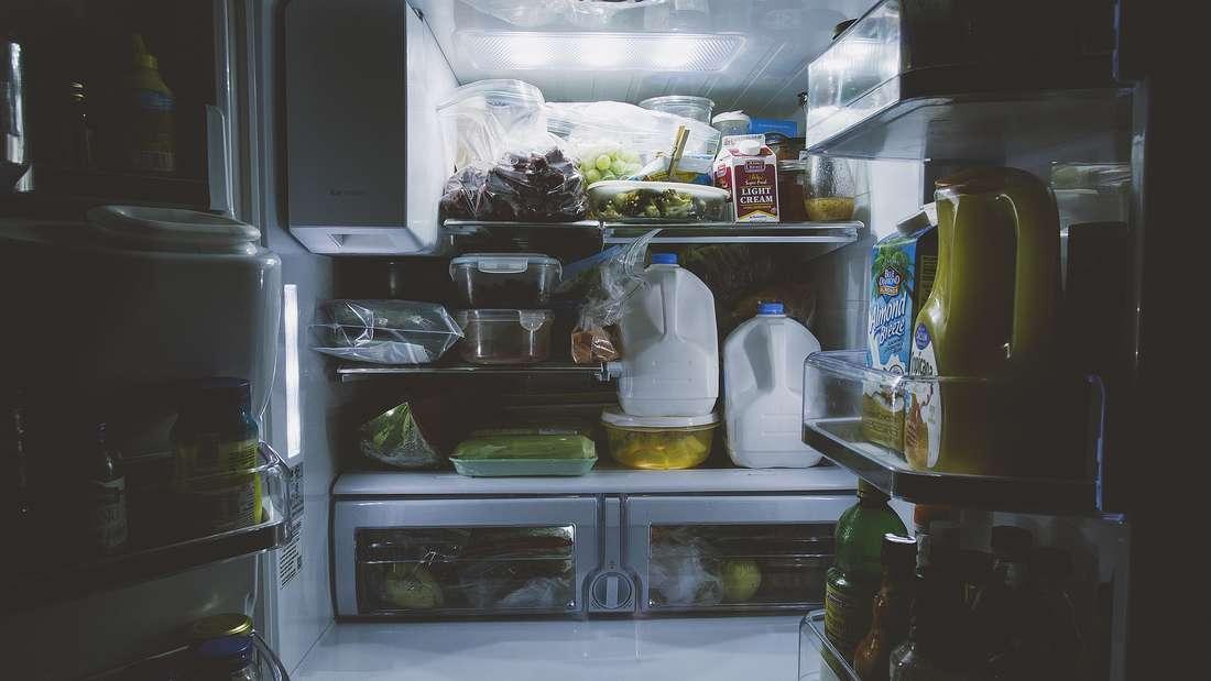 Auch ein beliebtes Versteck ist der Kühlschrank oder das Gefrierfach. Das Geld wird in eine Tupperbox oder einen Gefrierbeutel gesteckt und hinter die Lebensmitteln gestellt.