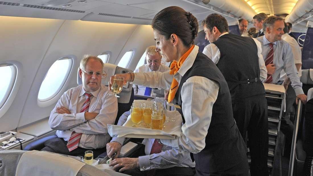 Trinken Sie im Flugzeug gerne Kaffee? Das hat vielleicht jetzt ein Ende.