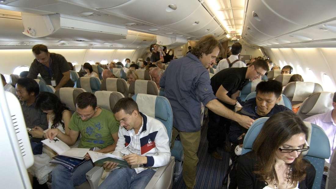 Ist Klatschen an Bord eines Flugzeugs angebracht? (Symbolbild)