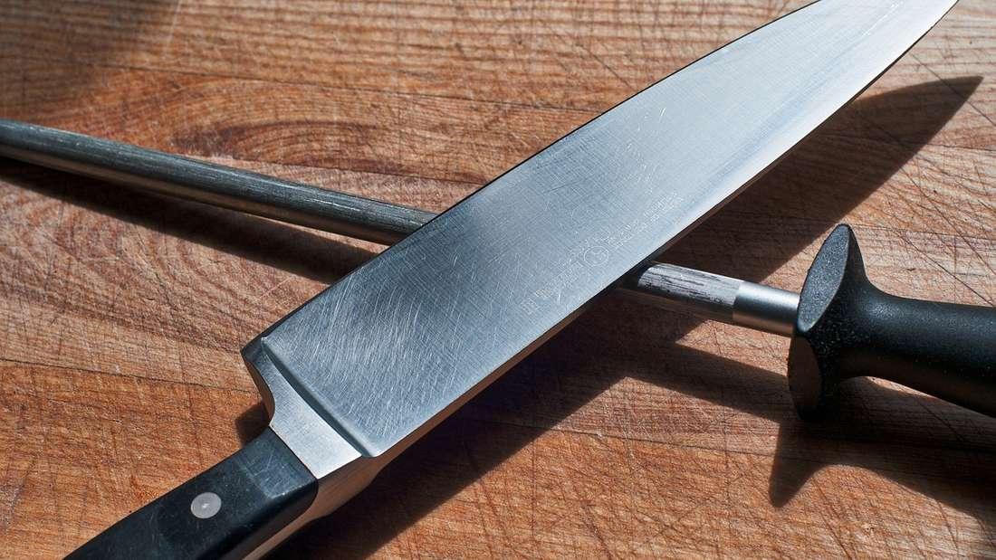 Auch scharfe Messer sollten Sie vondem Geschirrspülerfernhalten, da sie abstumpfen können.