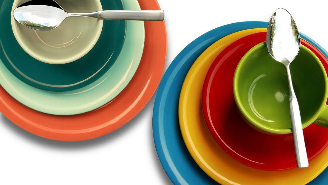 """Achten Sie auf die Kennzeichnung """"spülmaschinenfest"""". Ansonsten kann es sein, dass Geschirr mit Kunststoffen leicht zu schmelzen anfängt."""