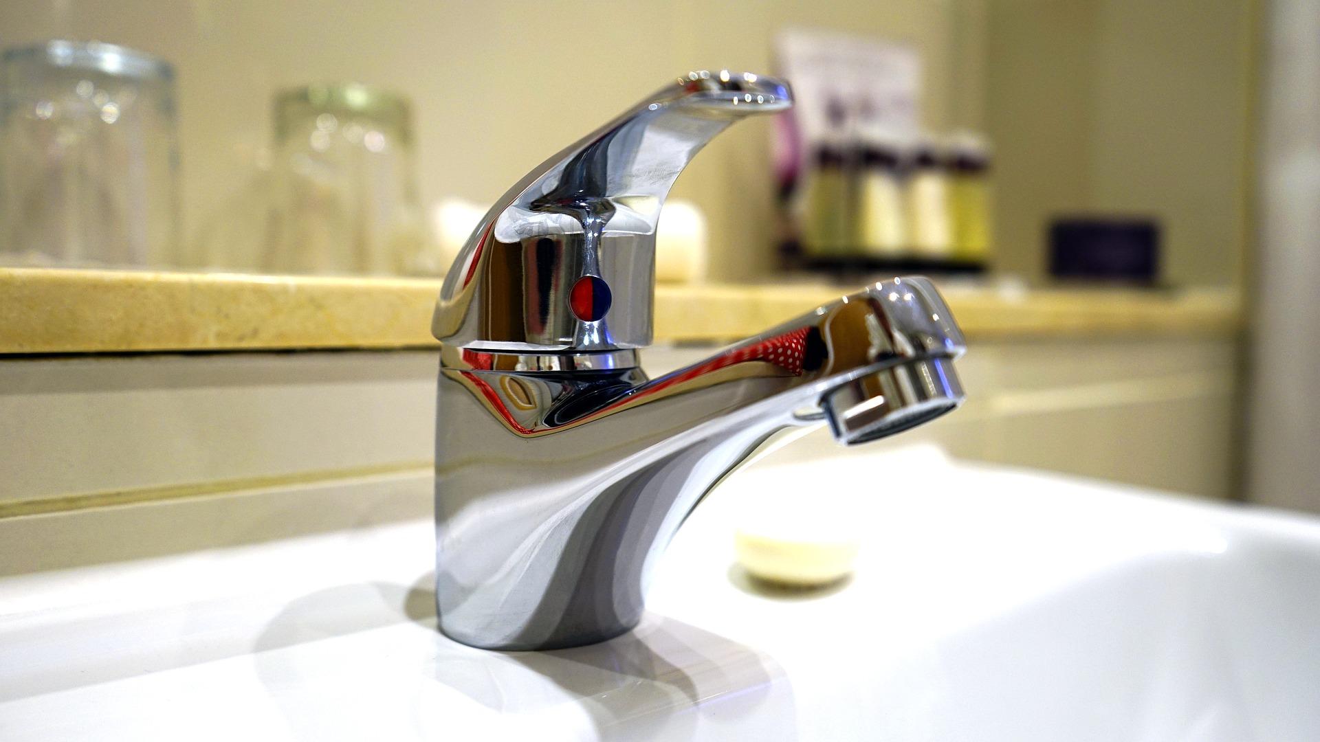 Ehrfürchtig Wasserhahn Zudrehen Richtung Design