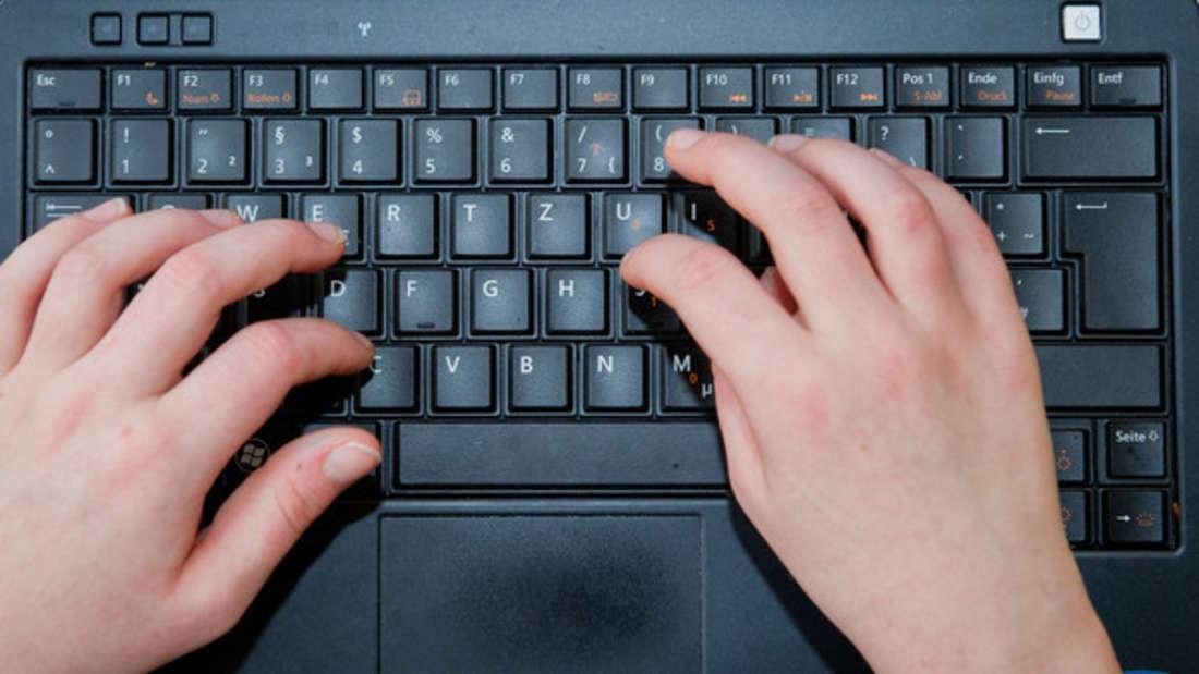 In Ihrer Tastatur sammeln sich nervige Krümel oder Staub? Mit kleinen Druckluftsprays werden Sie diePartikel ganz leicht los.