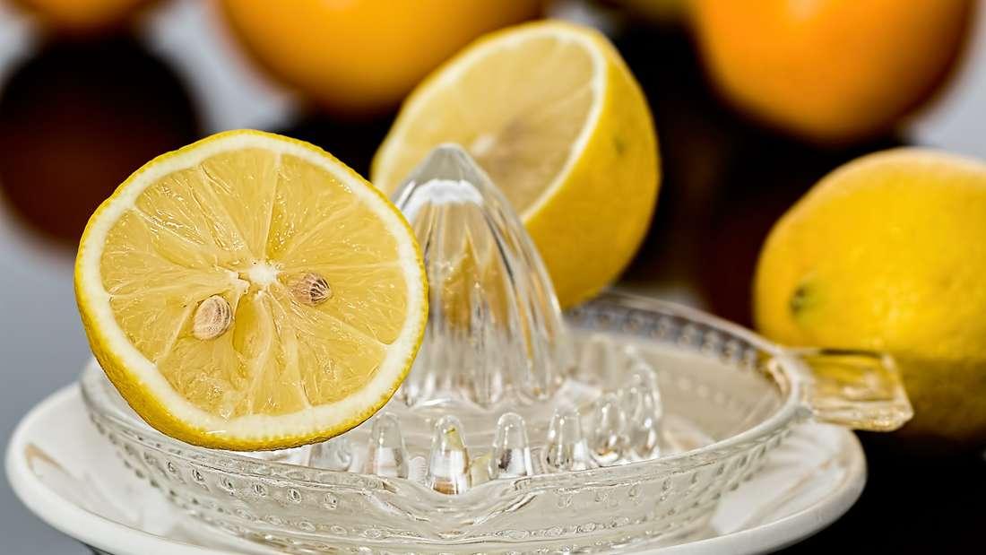 Ausgepresste Zitronen lassen sich super für andere Zwecke verwenden.