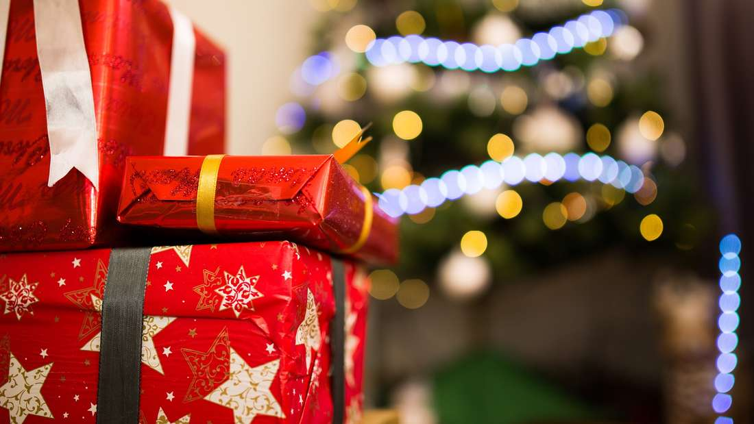 Wenn es ums Geschenkpapier geht, wird nur selten gespart. Bei all den Geburtstagen undWeihnachtsfeiern sammelt sich dementsprechendein ziemlicher Stapel an - teilen Sie Ihren Geschenkpapierbestand einfach mal mit Familienmitgliedern oder Freunden.
