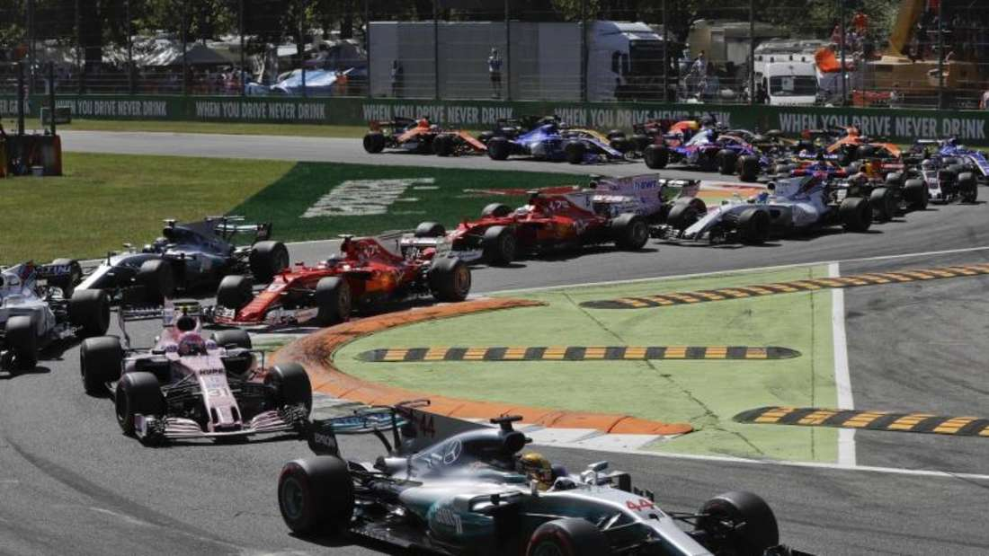 Rekord-Polesetter Lewis Hamilton führte das Feld nach dem Start an. Foto: Antonio Calanni
