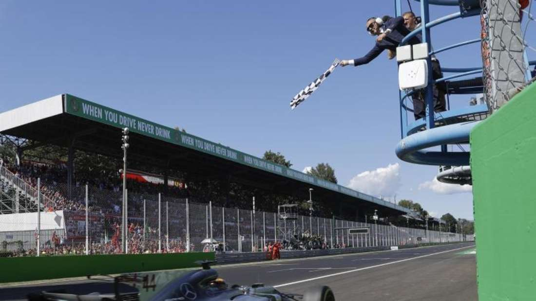 Nach einer souveränen Vorstellung sah Lewis Hamilton als erster Fahrer die Zielflagge.Foto: Luca Bruno