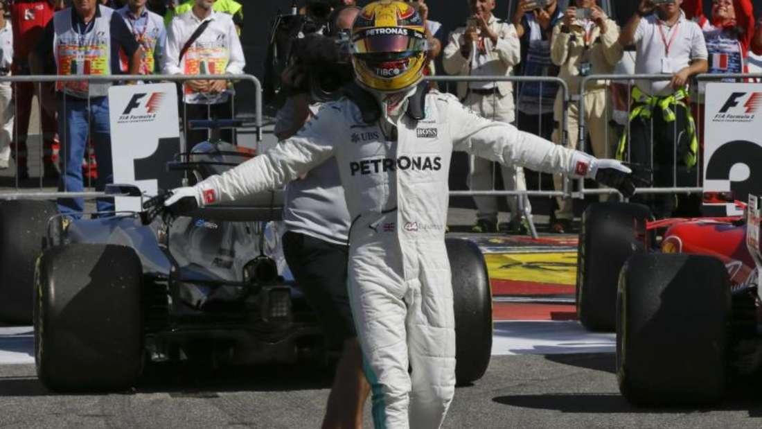 Lewis Hamilton übernahm nach seinem Sieg in Monza die Führung in der WM-Wertung. Foto: Luca Bruno