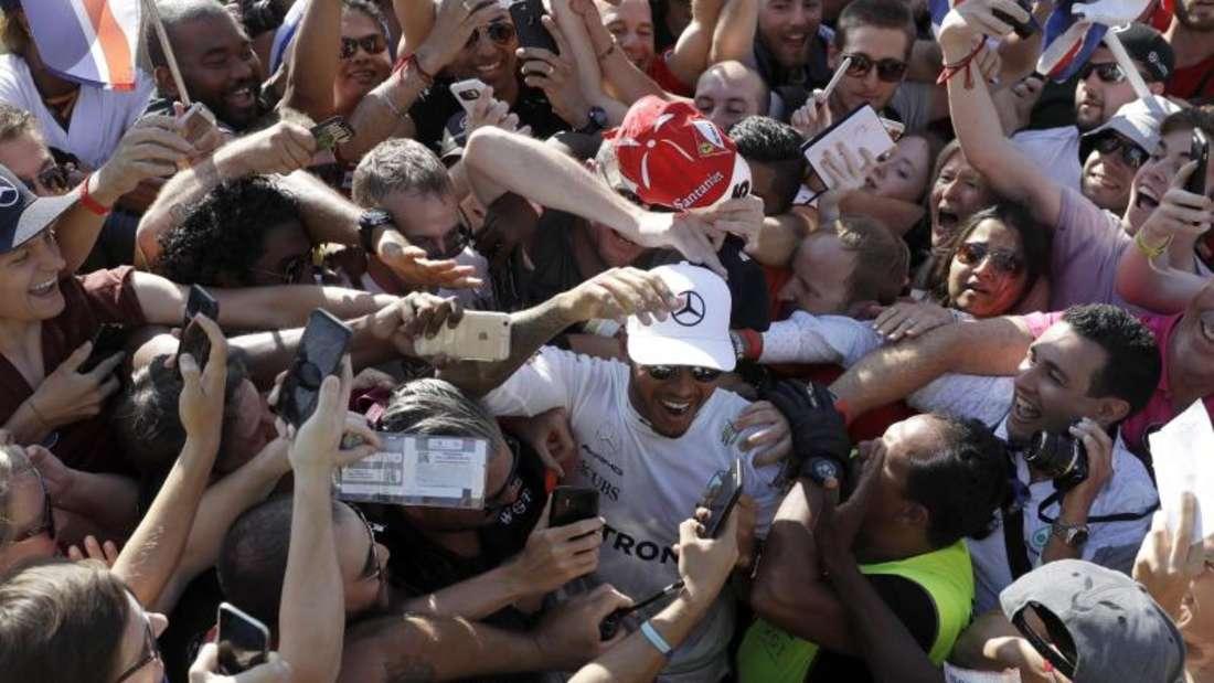 Lewis Hamilton wurde nach seinem Sieg in Monza gefeiert. Foto: Luca Bruno