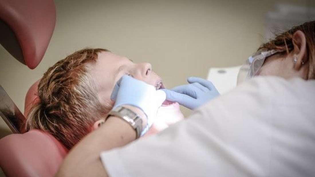Platz 2: Angestellte Fachärzte wie der Zahnarzt gehören zu den bestverdienensten Mitarbeitern - mit einem Gehalt von 78.004 Euro.