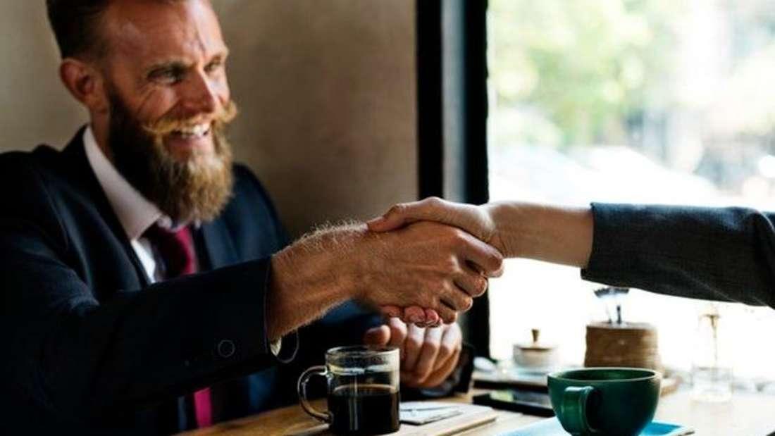 Platz 5: Key Account Manager sind nicht nur geschickt im Umgang mit Geschäftspartnern. Auch in Gehaltsverhandlungen wissen Sie scheinbar zu überzeugen. Mit72.609 Euro Jahresverdienst schaffen sie es sogar in die Top 5 der bestverdienenden Angestellten.