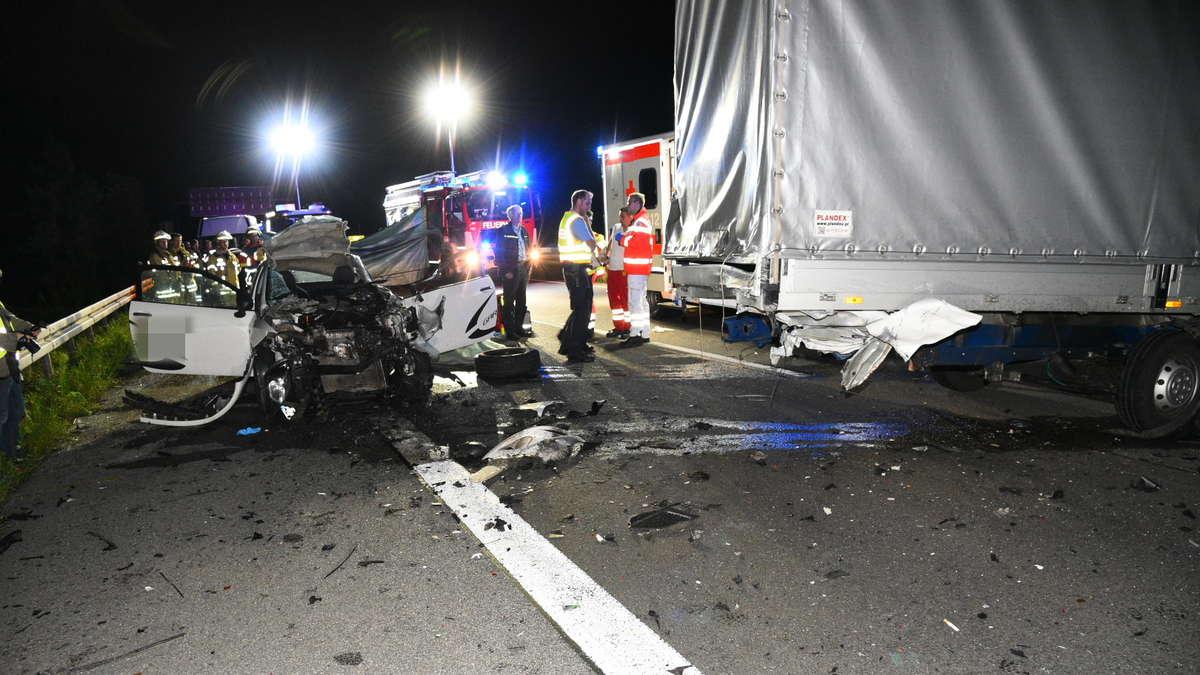 mannheim sandhofen viernheim todesstrecke a6 auto kracht auf a6 in lastwagen autofahrer tot. Black Bedroom Furniture Sets. Home Design Ideas