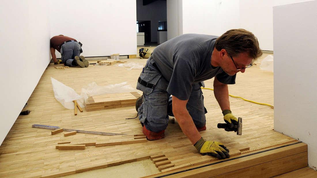 Bei manchen Handwerker-Arbeiten können die Kosten schnell mal in die Höhe steigen.